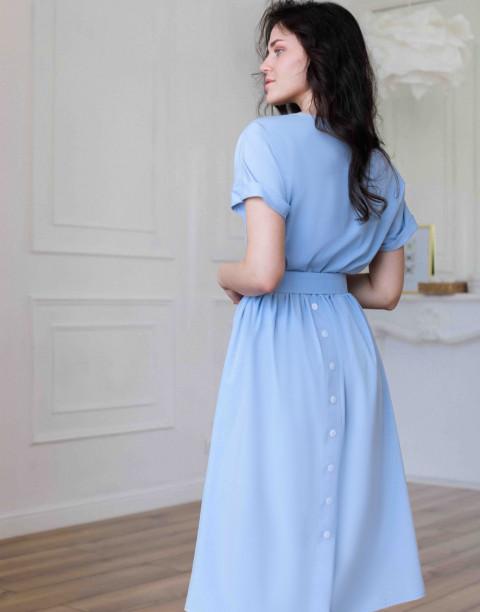 Платье-миди с декоративными пуговицами и поясом