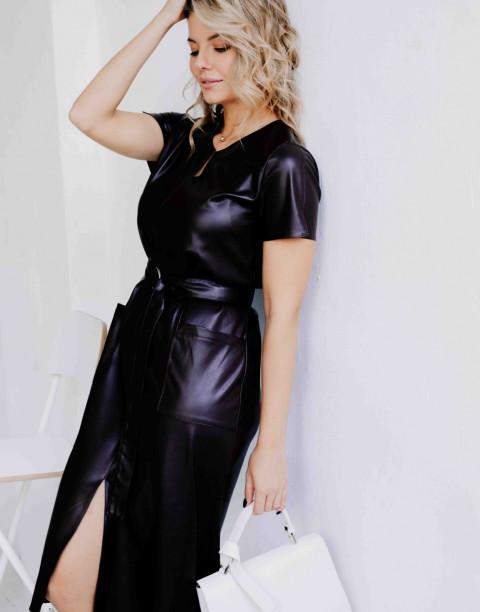 Платье с V-образным вырезом из экокожи