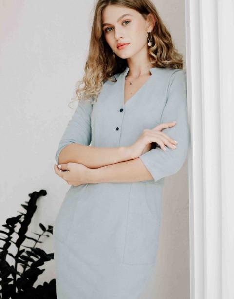 Платье-футляр с пуговицами и карманами