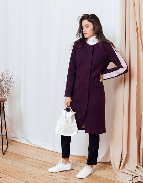 Пальто прямое с контрастными вставками на рукавах