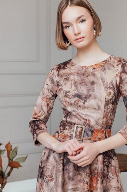 Замшевое платье длины миди с поясом