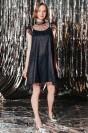 Короткое платье без рукавов с поясом