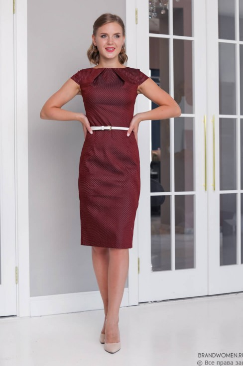 Платье-футляр с защипами на горловине