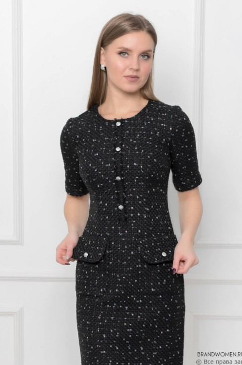Платье-футляр из твида с карманами и планкой на груди