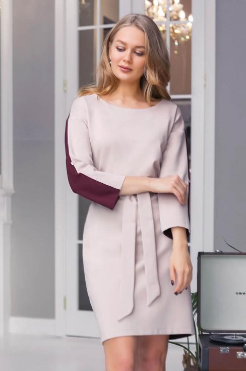 Двухцветное платье с поясом