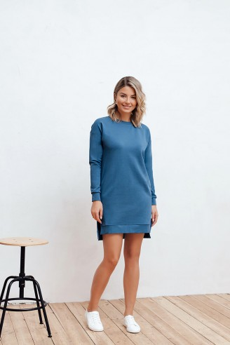 Короткое платье из трикотажа с разрезами