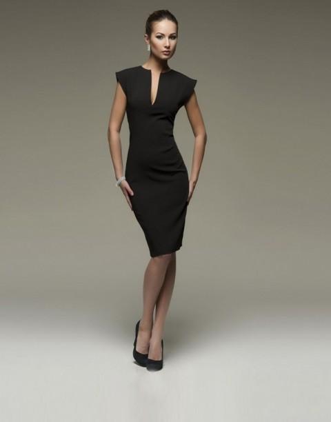 Платье футляр с глубоким вырезом