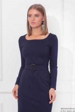 """Трикотажное платье с вырезом """"каре"""" и поясом"""