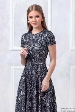 Кружевное платье длины миди с коротким рукавом