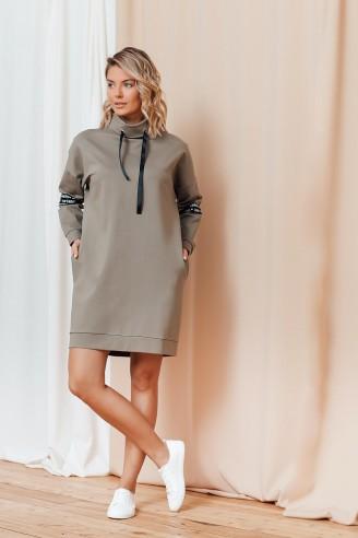 Платье-худи с контрастной вставкой на рукавах