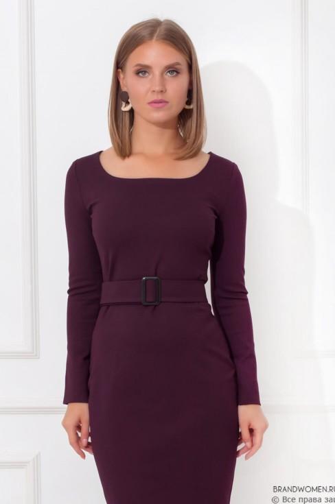 Трикотажное платье с вырезом