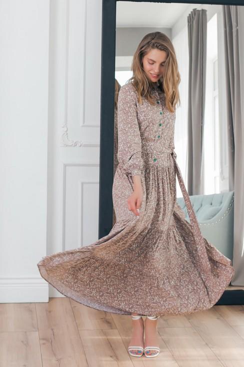 Платье-макси свободного силуэта с поясом