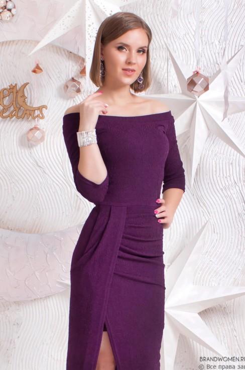 Силуэтное платье с эффектом запаха