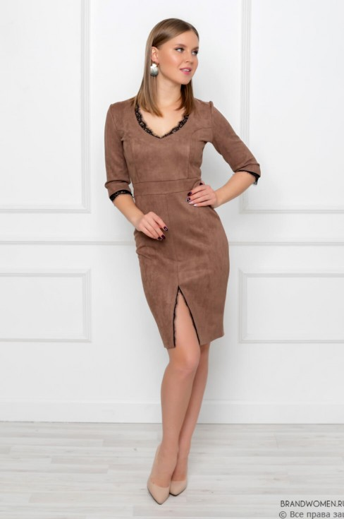 Замшевое платье с отделкой из кружева