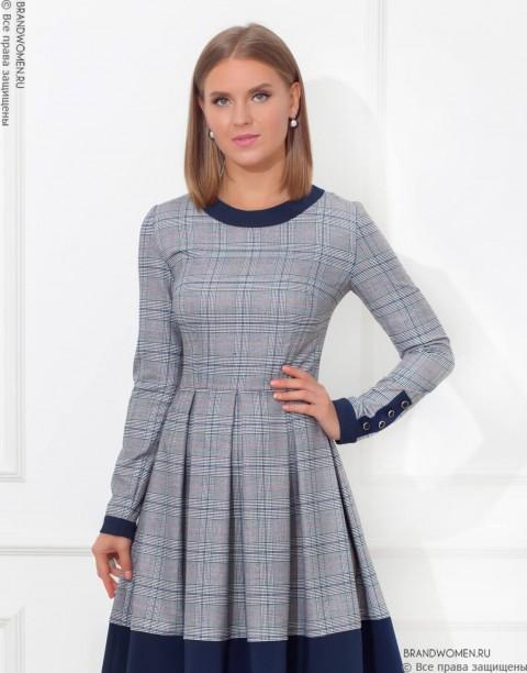 Платье длины мини с отдекой на манжетах и юбке