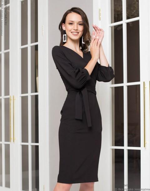 Платье-футляр с объемными рукавами и V-образным вырезом