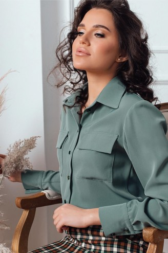 Рубашка с накладными карманами
