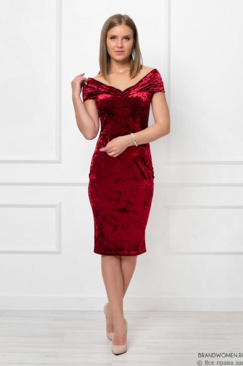Платье-футляр со спущенными плечами