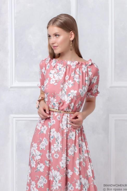Длинное розовое платье с цветами