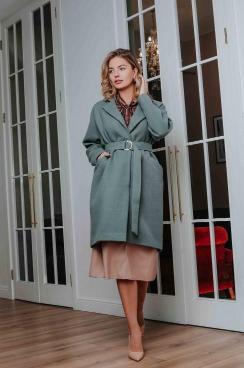 Пальто с поясом и отложным воротником