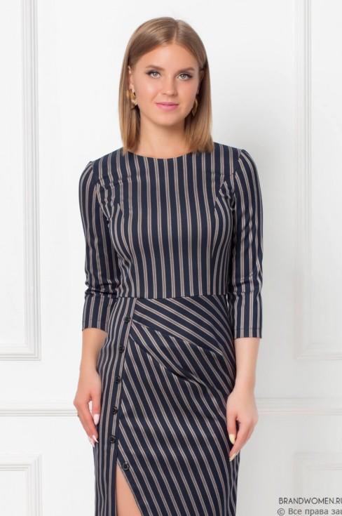 Платье-футляр с драпировкой и пуговицами