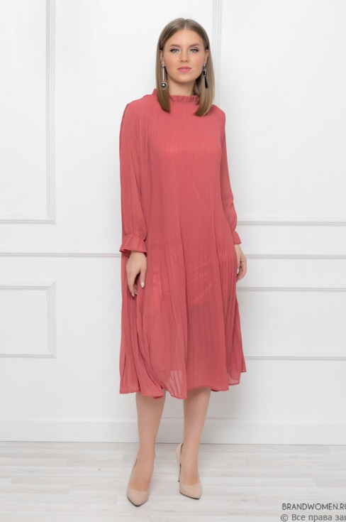 Плиссированное платье с воротником