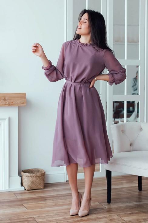 Платье-миди свободного кроя с поясом