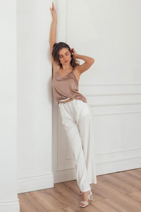 Классические брюки с карманами