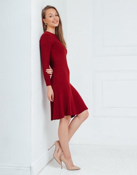 Трикотажное платье с расклешенной юбкой
