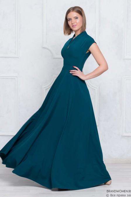 Платье-макси с глубоким декольте