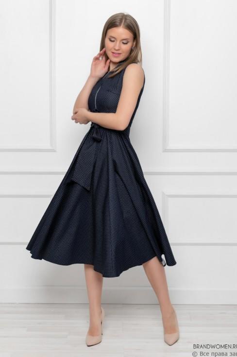 Платье-миди с расклешенной юбкой и глубоким вырезом