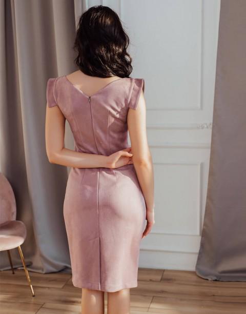 Платье-футляр без рукавов из замши