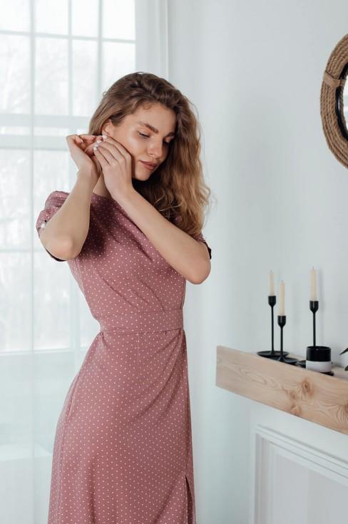 Платье-миди с разрезом и коротким рукавом