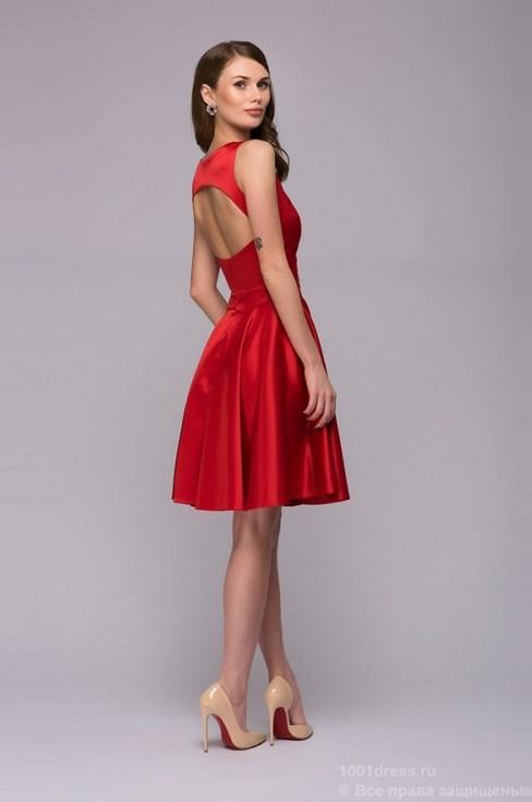 Красное платье-мини с вырезом на спинке