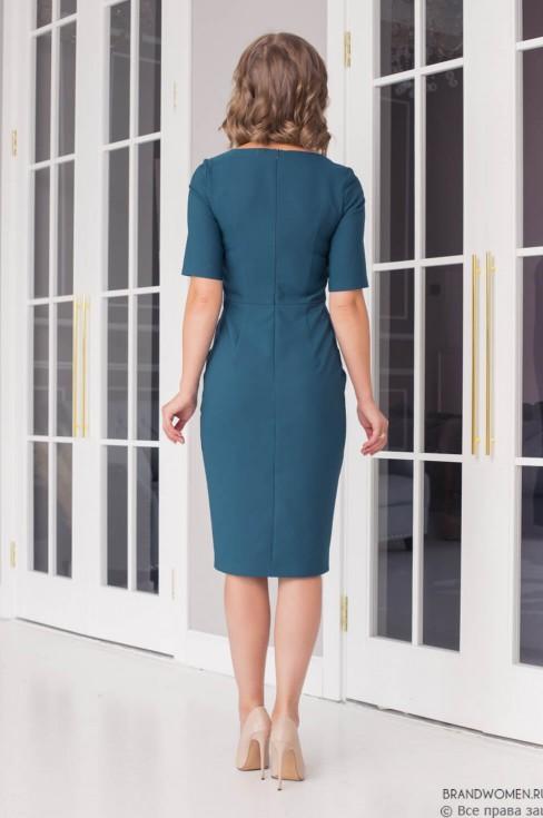 Платье-футляр с вырезом каре и коротким рукавом