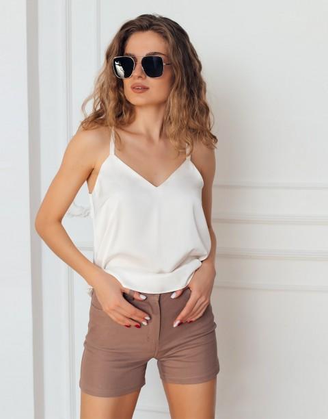 Джинсовые шорты с карманами