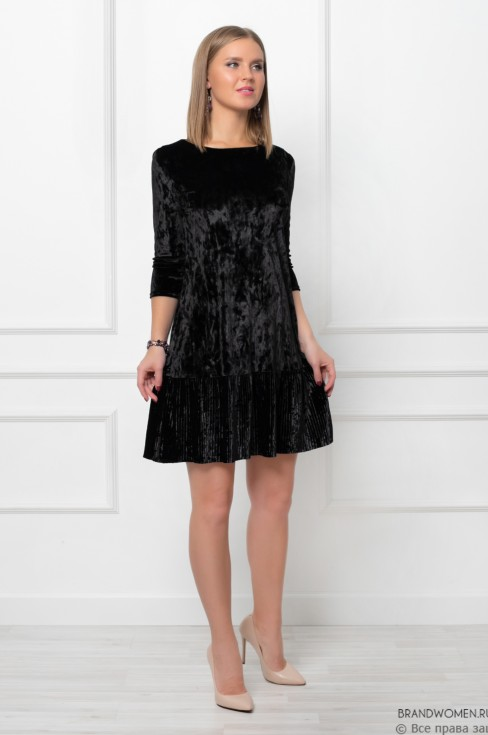 Платье-мини с воланом на юбке