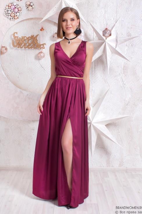 Платье-макси с разрезом и глубоким декольте