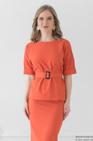 Костюм из юбки-карандаш и блузы с поясом