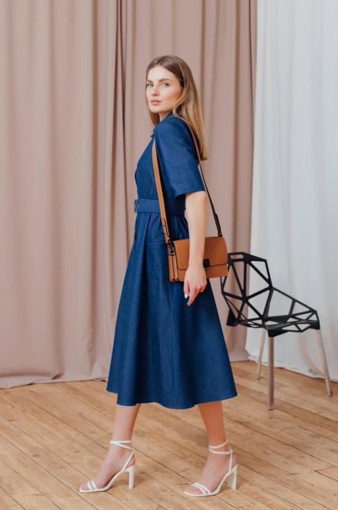 Джинсовое платье-миди на пуговицах с карманами