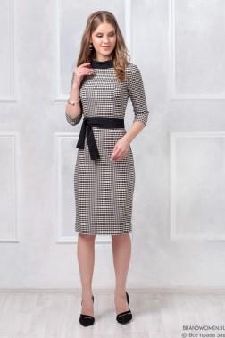 Платье футляр с V-образным вырезом на спинке