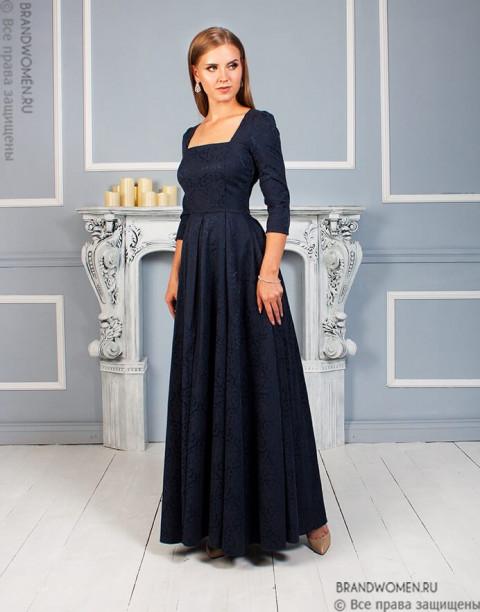 Платье в пол с вырезом