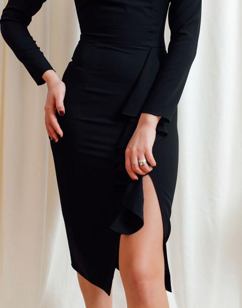 Платье-футляр с длинными рукавами и воланом на юбке