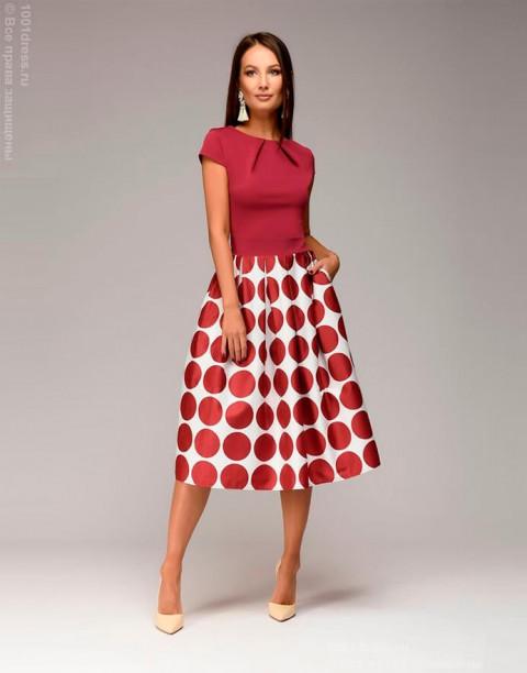 Платье длины миди с принтом на юбке