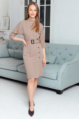 Платье-футляр с декоративными пуговицами