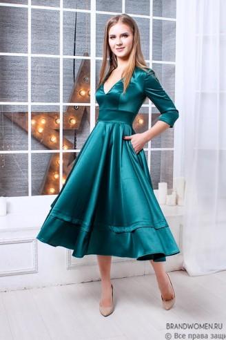 Платье длины миди с вырезом