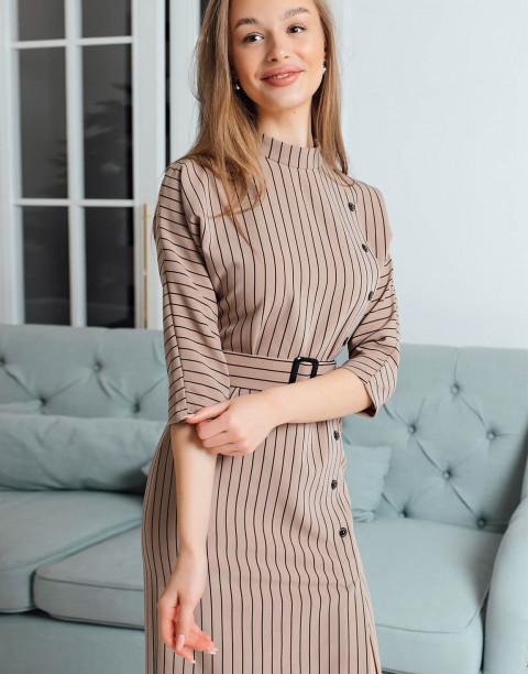 Платье-футляр с пуговицами и рукавами