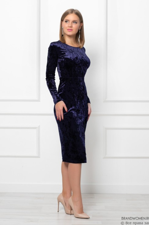 Платье-футляр с разрезом и кружевной вставкой