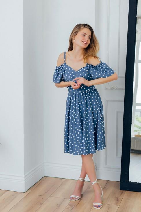 Платье-сарафан длины миди с открытыми плечами