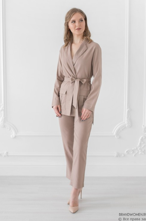 Жакет с длинными рукавами, поясом и карманами
